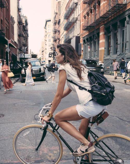 chica-bici